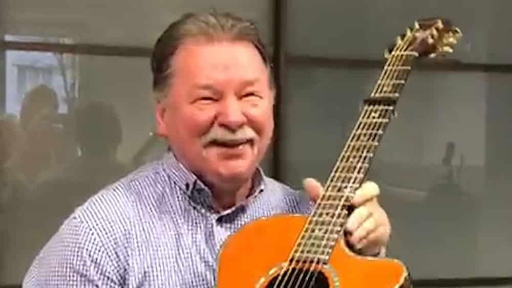 Владимир Ткаченко играет на гитаре Homestead, 18 ноября 2018 г.