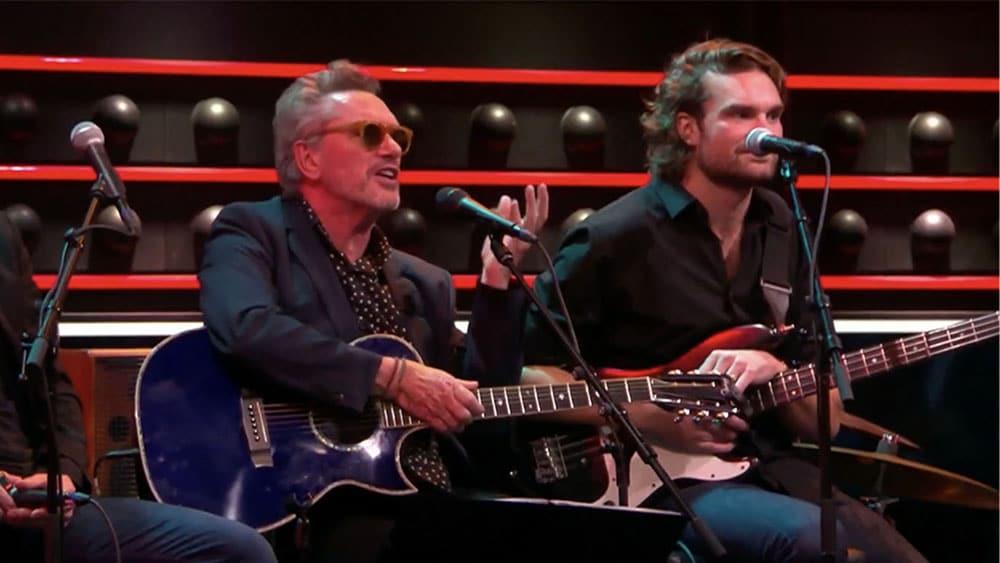 Хенни Фринтен с гитарой Homestead в популярной программе «De Wereld Draait Door» 27 октября 2019 г.